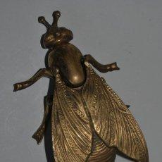 Antigüedades: CENICERO DE BRONCE - MOSCA - INSECTO. Lote 191246436