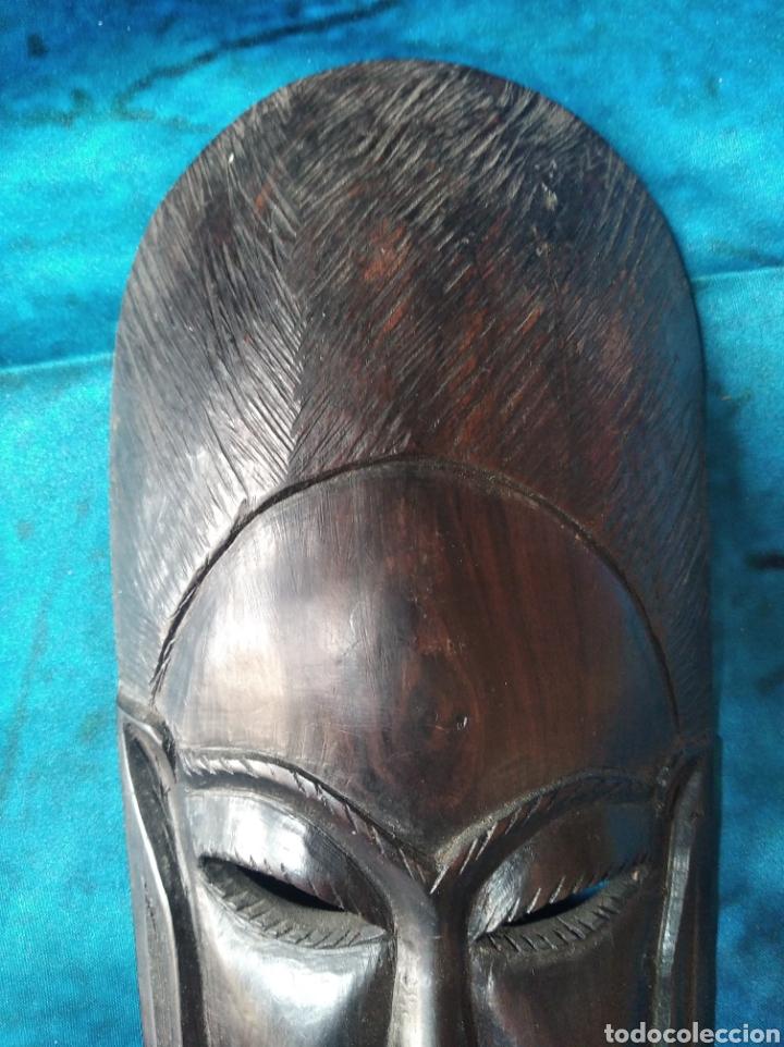 Antigüedades: Máscara africana madera ébano tallada / 10 x 22 x 3 cm - Foto 3 - 191266705