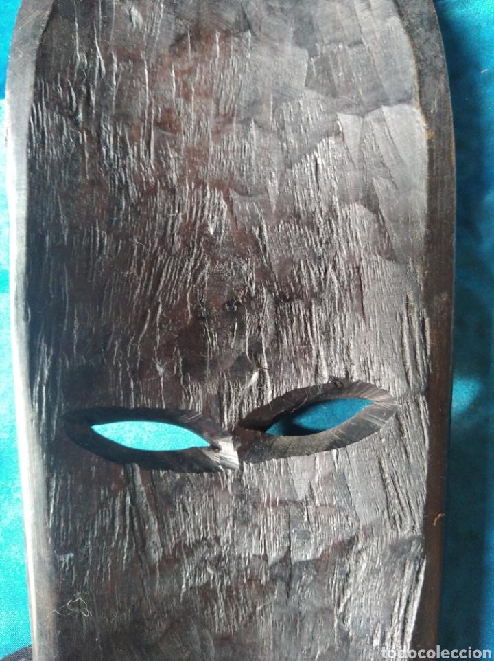 Antigüedades: Máscara africana madera ébano tallada / 10 x 22 x 3 cm - Foto 5 - 191266705