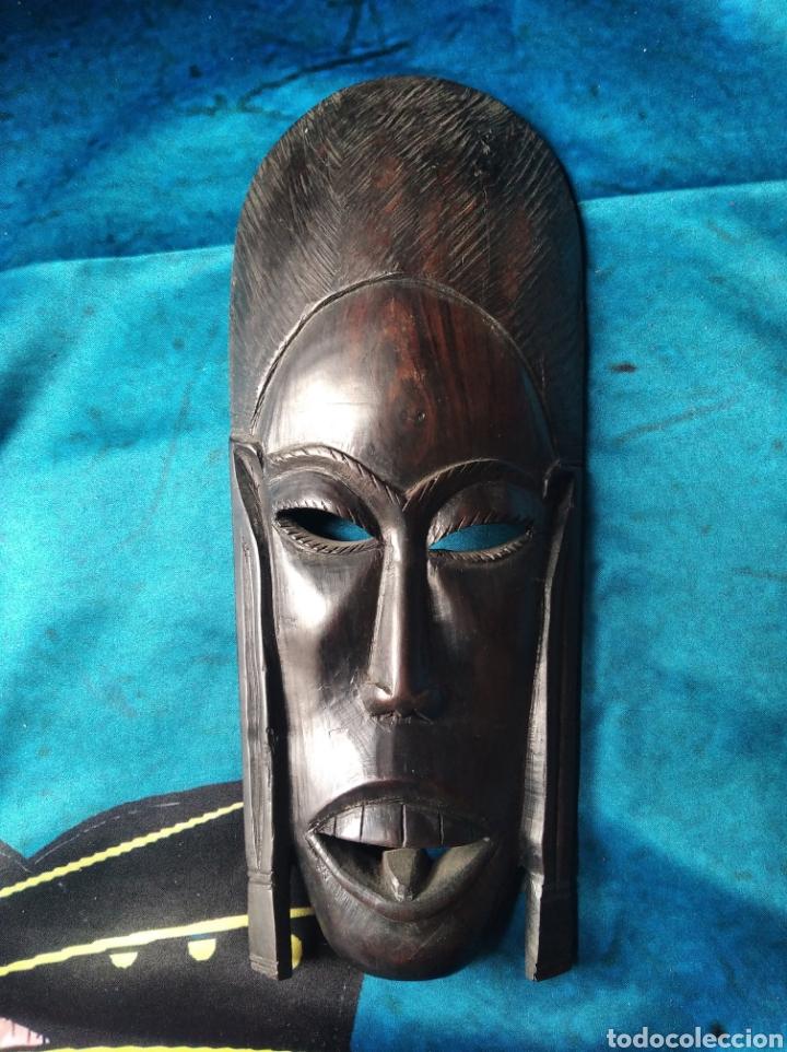MÁSCARA AFRICANA MADERA ÉBANO TALLADA / 10 X 22 X 3 CM (Antigüedades - Hogar y Decoración - Figuras Antiguas)