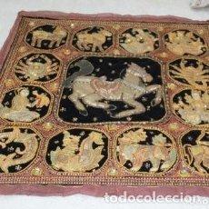 Antigüedades: TAPIZ BIRMANO BORDADO ORO LENTEJUELAS. Lote 191268601