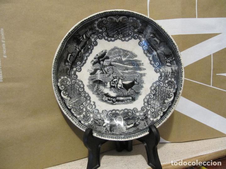PLATO ANTIGUO ESCENA DE CAZA. FABRICA DE CARTAGENA 15,50 CM DIAMETRO (Antigüedades - Porcelanas y Cerámicas - Cartagena)