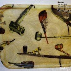 Antigüedades: PRECIOSA BANDEJA VINTAGE DE FIBRA DE VIDRIO CON MOTIVOS DE PIPAS (34X44 CM). Lote 191277831