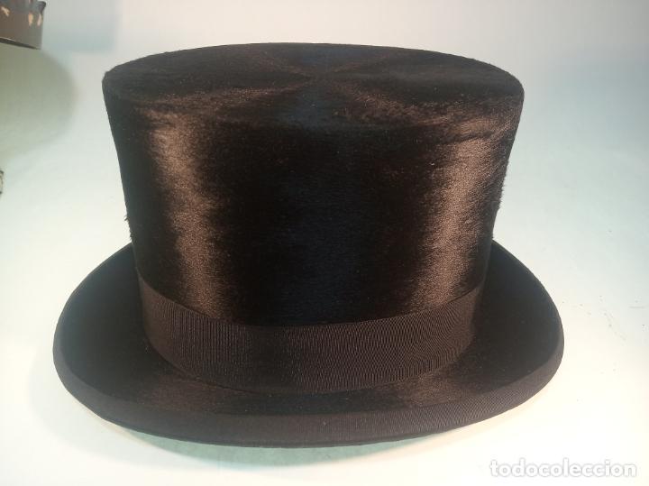Antigüedades: Bello y elegante sombrero de copa en perfecto estado. Caja original. Fabricado en Granada. - Foto 3 - 191281117