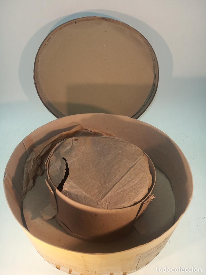 Antigüedades: Bello y elegante sombrero de copa en perfecto estado. Caja original. Fabricado en Granada. - Foto 8 - 191281117