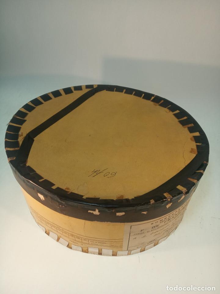 Antigüedades: Bello y elegante sombrero de copa en perfecto estado. Caja original. Fabricado en Granada. - Foto 9 - 191281117