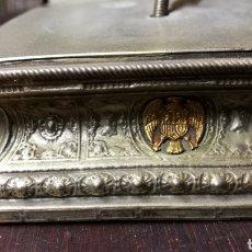 Antigüedades: ANTIGUA PEANA EN METAL PLATEADO PARA VIRGEN. Lote 160428377