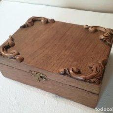 Antigüedades: BONITA CAJA DE MADERA ROBLE CON DETALLES TALLADOS. Lote 191306317