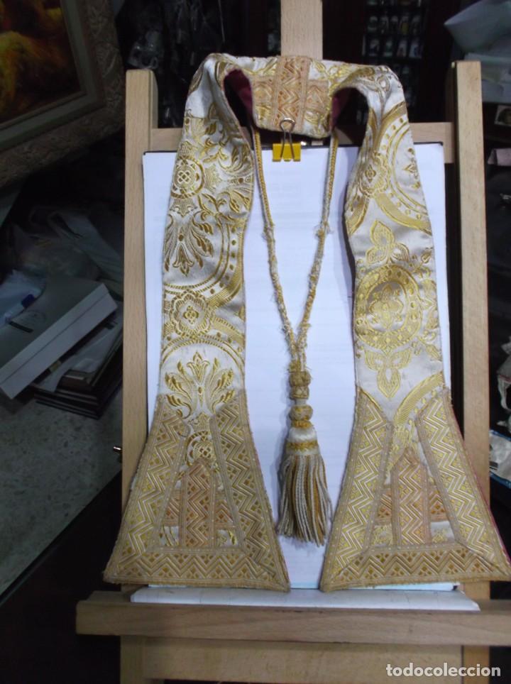 32 - MANIPULO SACERDOTAL ORO Y CREMA (Antigüedades - Religiosas - Artículos Religiosos para Liturgias Antiguas)