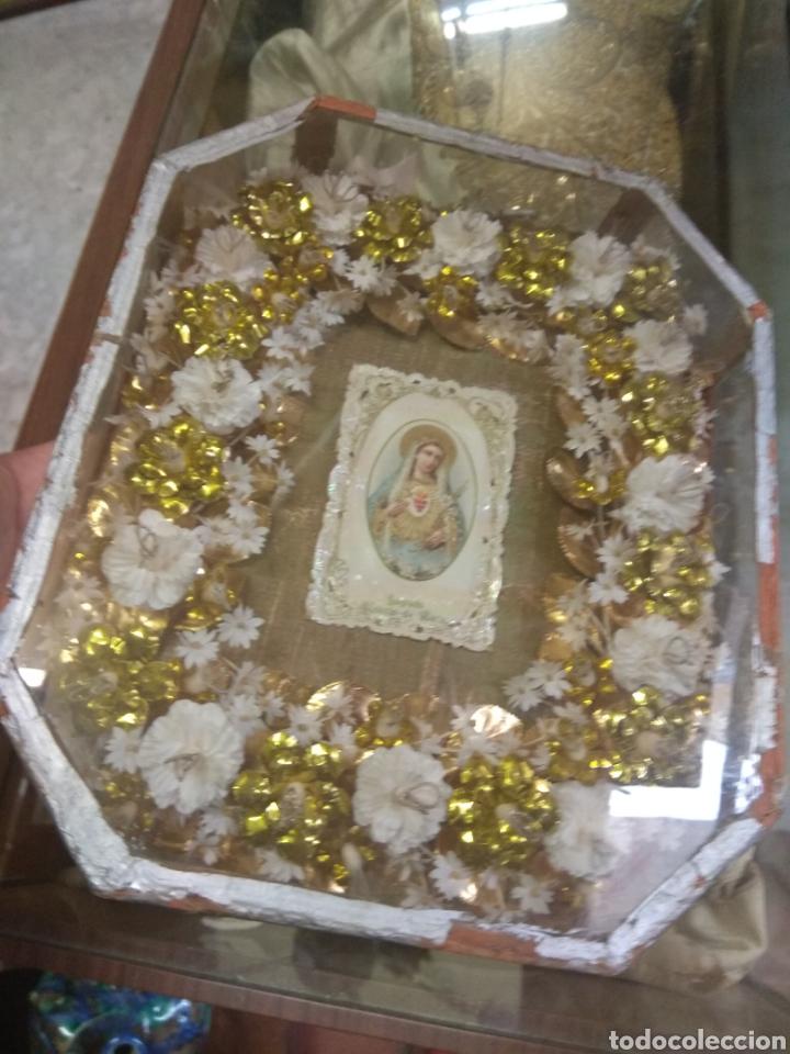 Antigüedades: Antigua Urna Religiosa con Flores Sagrado Corazón de María - Trabajo de Monja - - Foto 2 - 191322426