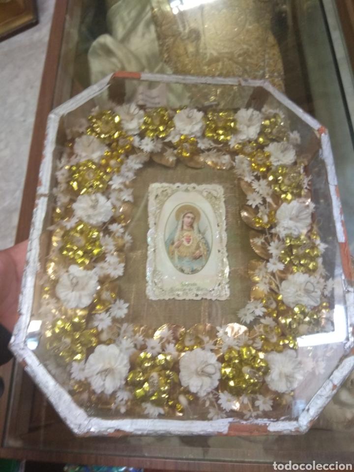Antigüedades: Antigua Urna Religiosa con Flores Sagrado Corazón de María - Trabajo de Monja - - Foto 3 - 191322426