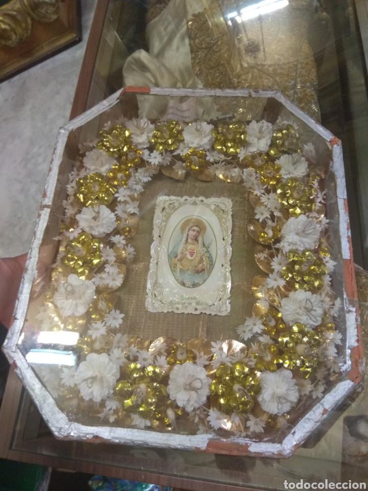 Antigüedades: Antigua Urna Religiosa con Flores Sagrado Corazón de María - Trabajo de Monja - - Foto 4 - 191322426