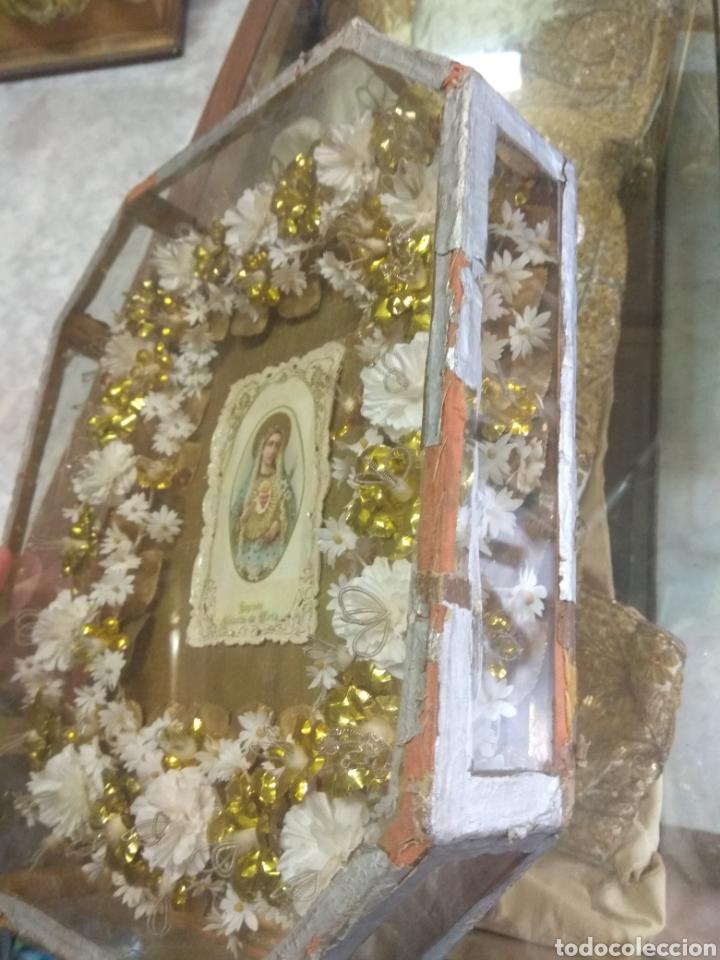 Antigüedades: Antigua Urna Religiosa con Flores Sagrado Corazón de María - Trabajo de Monja - - Foto 7 - 191322426