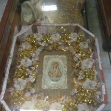Antigüedades: ANTIGUA URNA RELIGIOSA CON FLORES SAGRADO CORAZÓN DE MARÍA - TRABAJO DE MONJA -. Lote 191322426