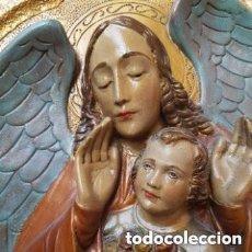 Antigüedades: RETABLO PLAFON RELIEVE EN DORADO Y POLICROMADO ANGEL DE LA GUARDA CON NIÑO. Lote 191324151