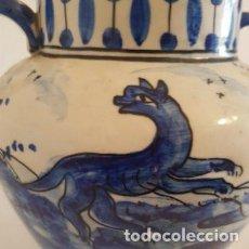 Antigüedades: ANTIGUO JARRÓN 2 ASAS AZUL CERÁMICA TALAVERA O MANISES. Lote 191324237