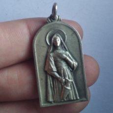 Antigüedades: MEDALLA RELIGIOSA ANTIGUA SANTA MARTA / 18 X 35 MM. Lote 191359208