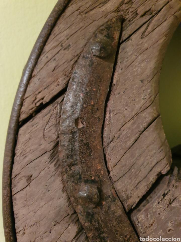 Antigüedades: RUEDA DE CARRO NORTEÑA MUY BIEN CONSERVADA S.XIX EL ENVIO SERIA POR CUENTA DEL COMPRADOR - Foto 2 - 191409556