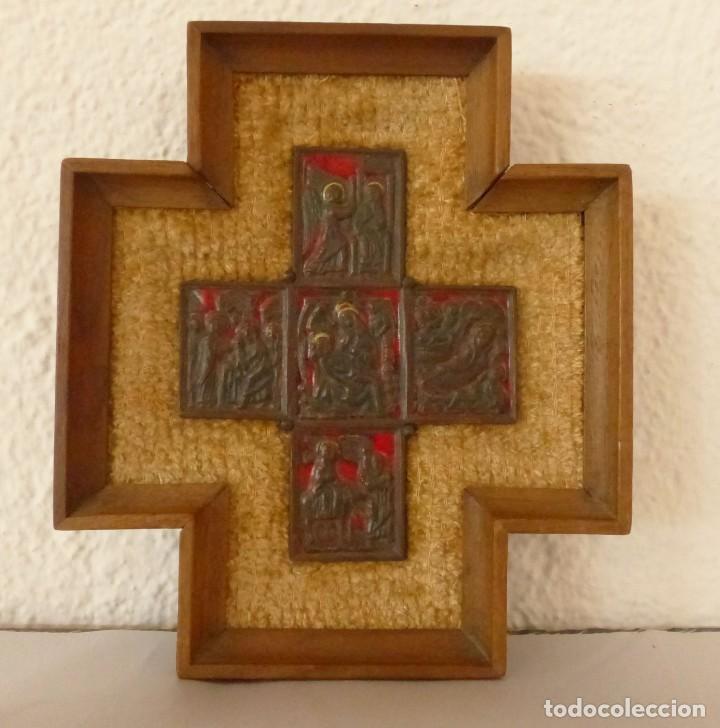 MODEST MORATÓ - CRUZ DE BRONCE ESMALTADA - ESCENAS BIBLICAS. (Antigüedades - Religiosas - Cruces Antiguas)