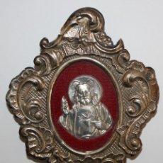 Antigüedades: RELICARIO EN PLATA REPUJADA CON SAGRADO CORAZON EN PLATA EN EL INTERIOR. Lote 191455676
