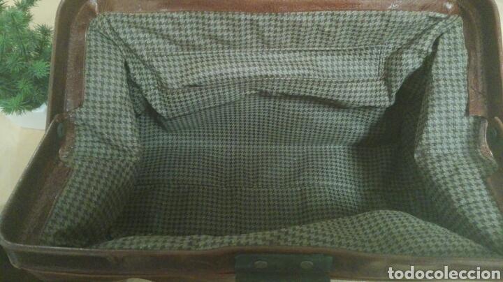 Antigüedades: Maletín de médico, piel, cerradura con llave, en perfecto estado por dentro y fuera. - Foto 2 - 191456148