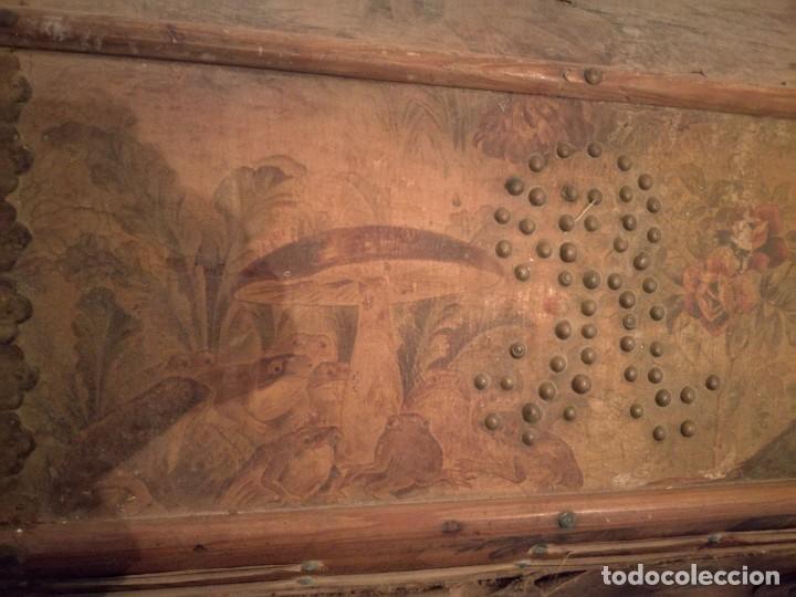 Antigüedades: ANTIGUO BAÚL CON SOPORTE DE MADERA. - Foto 10 - 163972030