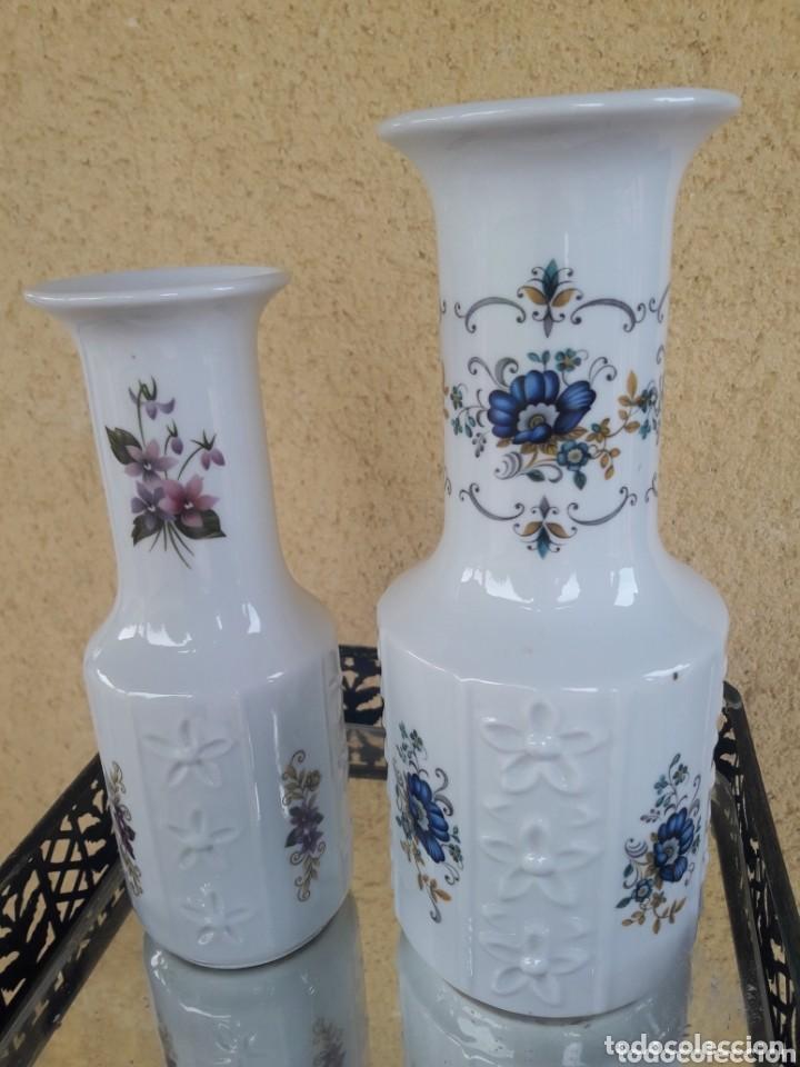 PAREJA DE JARRONES FLORES (Antigüedades - Porcelanas y Cerámicas - Otras)