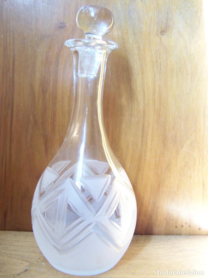 LICORERA DE CRISTAL DE LA GRANJA TALLADA Y AL ACIDO. ALTURA:26,5 CM. (Antigüedades - Cristal y Vidrio - La Granja)