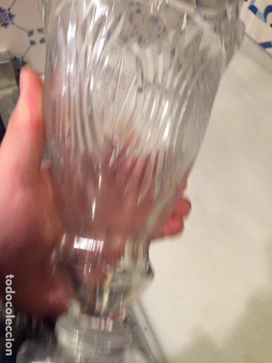 Antigüedades: Antiguo florero / jarrón de cristal soplado a mano y tallado años 50-60 - Foto 5 - 191538366