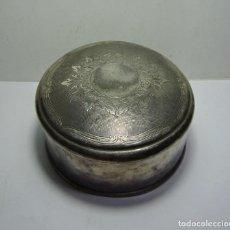 Antigüedades: BONITA CAJA ANTIGUA DE METAL. TRABAJADA. INTERIOR EN SEDA. NUMERADA.. Lote 191586005