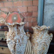 Antigüedades: ANTIGUOS JARRONES DE HIERRO. Lote 191587185