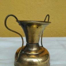 Antigüedades: ANTIGUA JARRA JARRÓN DE LATÓN. Lote 191587675