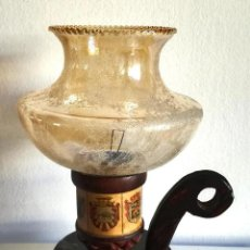 Antigüedades: ANTIGUA PALMATORIA PORTAVELAS CANDELABRO DE MADERA CON TULIPA DE CRISTAL ESCUDOS PARECEN CASTELLANOS. Lote 191590076