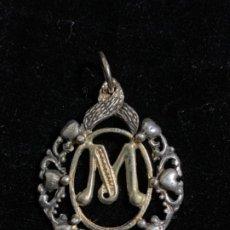 """Antigüedades: MEDALLA """"M"""" EN PLATA Y PLATA DORADA. Lote 191590626"""