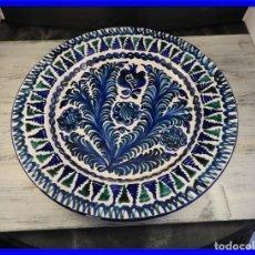 Antigüedades: GRAN PLATO DE CERAMICA VIDRIADA DECORADO A MANO. Lote 191648743