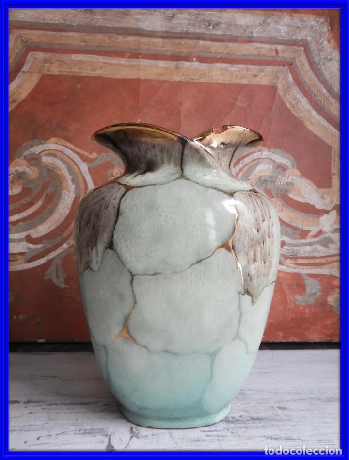 BONITO JARRON DE CERAMICA VIDRIADA CON VISTOSOS COLORES (Antigüedades - Hogar y Decoración - Jarrones Antiguos)