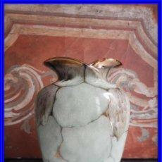 Antigüedades: BONITO JARRON DE CERAMICA VIDRIADA CON VISTOSOS COLORES. Lote 191654772