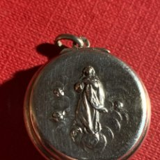 Antigüedades: ANTIGUO COLGANTE CAJITA EN PLATA DE LEY. Lote 191655126