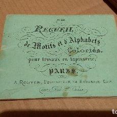 Antigüedades: RECUEIL DE MOTIFS ET ALPHABETS COLORIÉS POUR TRAVAUX EN TAPISSERIE. PARIS 1876. ÁLBUM Nº 402. Lote 191733770