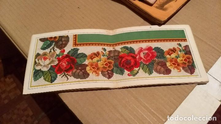 Antigüedades: Recueil de Motifs et Alphabets Coloriés Pour Travaux en Tapisserie. Paris 1876. Álbum Nº 402 - Foto 4 - 191733770