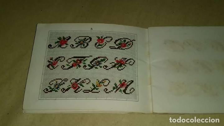 Antigüedades: Recueil de Motifs et Alphabets Coloriés Pour Travaux en Tapisserie. Paris 1876. Álbum Nº 402 - Foto 10 - 191733770