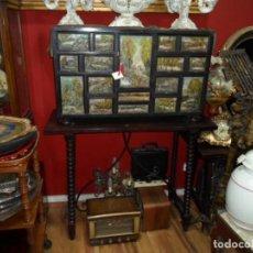 Antiquités: BARGUEÑO, PAPELERA CON MESA. EN MADERAS NOBLES CON FRENTE DE CAJONES PINTADOS AL ÓLEO. Lote 27264506
