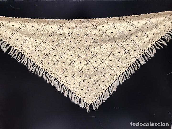 ANTIGUO MANTÓN DE PUNTO SIGLO XIX (Antigüedades - Moda - Mantones Antiguos)