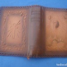 Antigüedades: CUBIERTA DE PIEL PARA MISAL O DEVOCIONARIO. Lote 191779015
