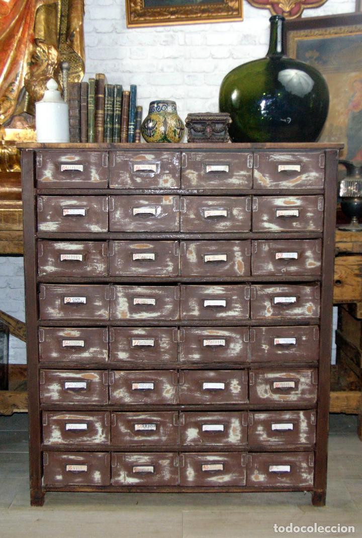 ANTIGUO MUEBLE DE MERCERIA, RESTAURADO, IDEAL CONSOLA,32 CAJONES DECORATIVO Y FUNCIONAL (Antigüedades - Muebles Antiguos - Consolas Antiguas)
