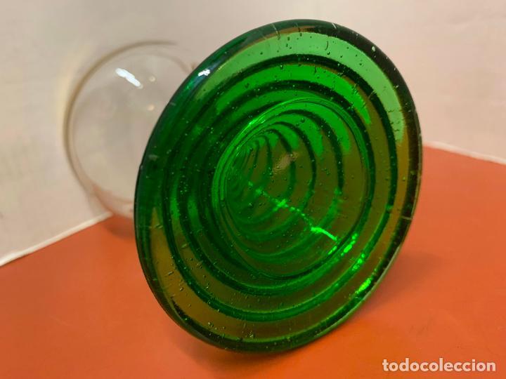 Antigüedades: Curiosa copa Wetzlar, con bonito pie de cristal verde. 11,7cms de altura - Foto 2 - 191839077