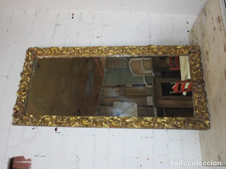 Antigüedades: Antiguo Espejo - Madera Tallada y Dorada en Pan de Oro - Posibilidad Horizontal, Vertical - S. XVIII - Foto 2 - 191861608