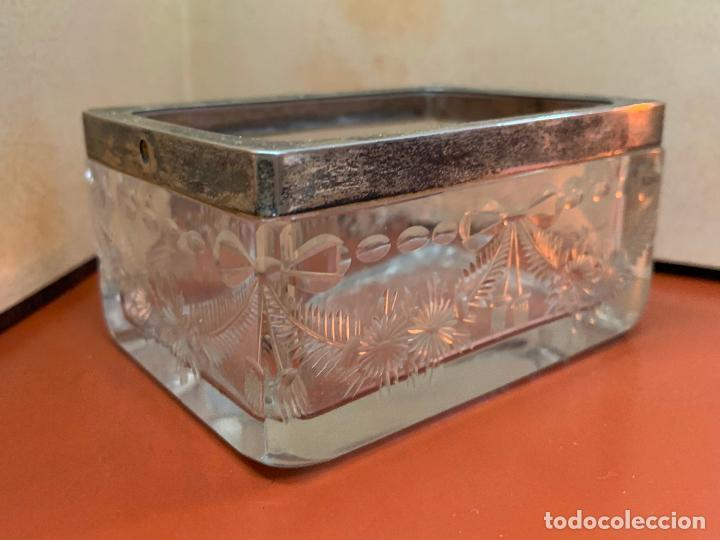 Antigüedades: Antigua cajita de cristal tallado, con borde de plata o plateado. Preciosa - Foto 5 - 191868195