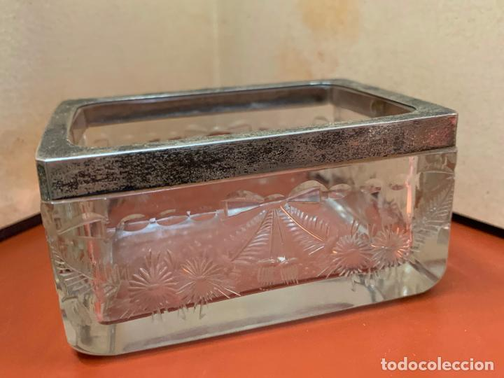 Antigüedades: Antigua cajita de cristal tallado, con borde de plata o plateado. Preciosa - Foto 6 - 191868195