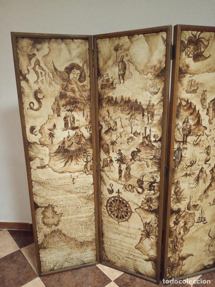 Antigüedades: Excepcional y único biombo pintado a mano. Cuadro por ambas caras. Pasajes históricos. Firmado. - Foto 3 - 191894133